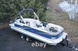 Triple tube-New 26 ft pontoon boat with 200 hp and trailer